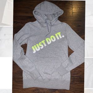 NIKE HOODIE -SUPER SOFT PULL OVER SIZE SM LIKE NEW